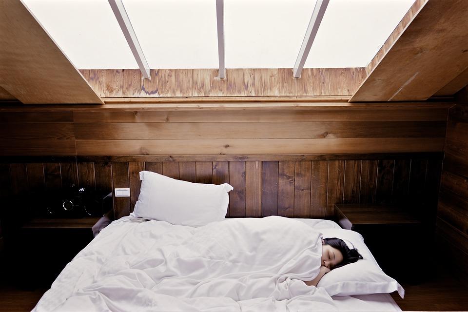 Baumwolle, Mikrofaser, Satin oder Seide: die richtige Bettwäsche im Haushalt